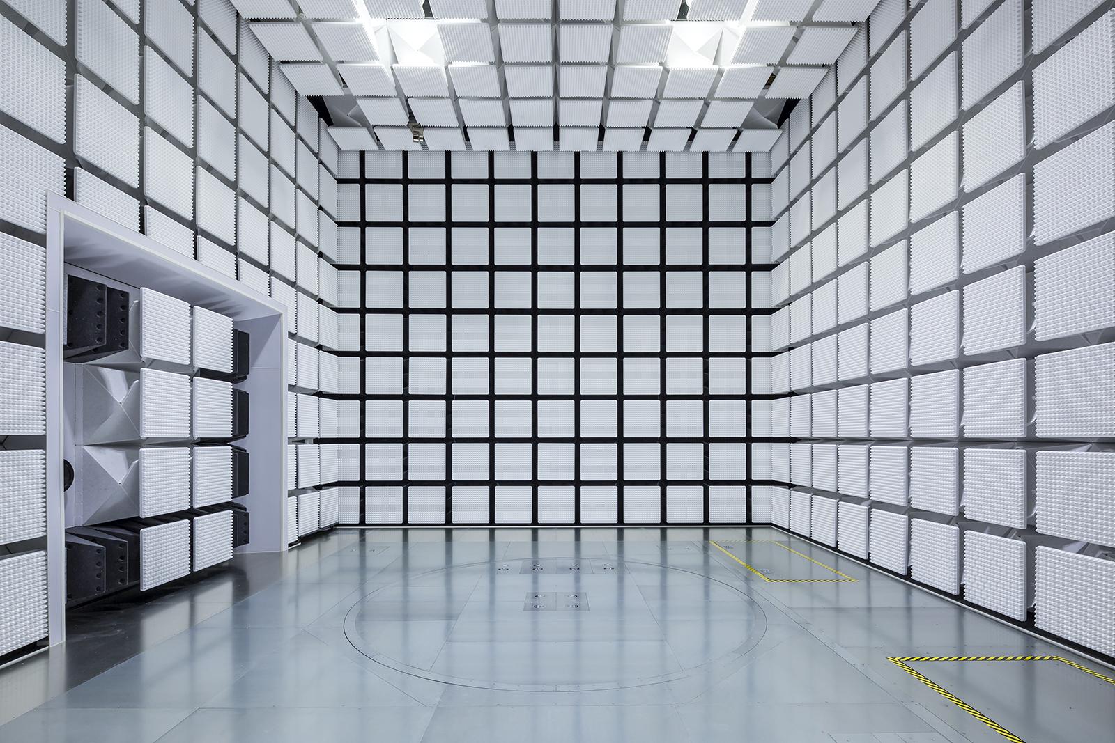 大阪産業技術研究所第7実験棟(電波暗室)